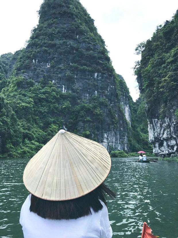 "Ninh Binh Tourism - Admire the beautiful scenery like ""paradise""."