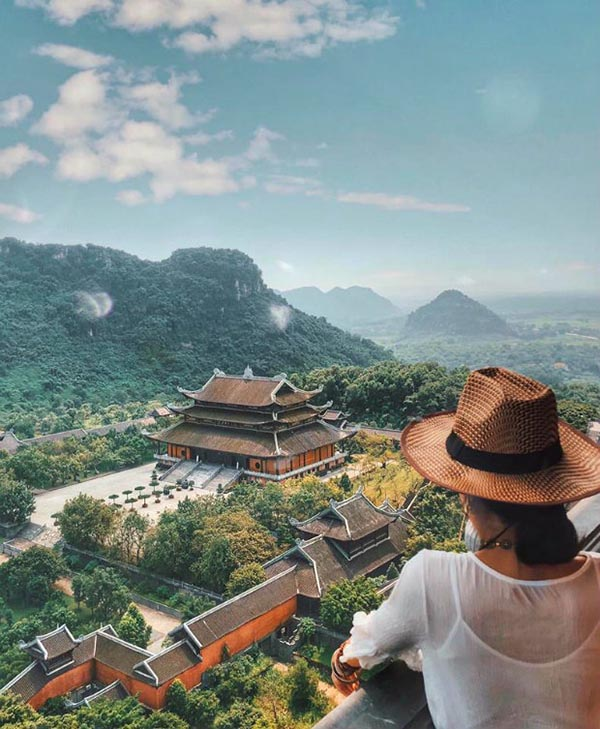 Bai Dinh Pagoda is located in the middle of the mountains of Ninh Binh