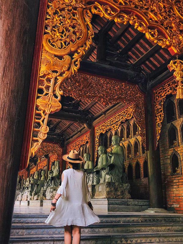 Corridor where Arhat statues are located.